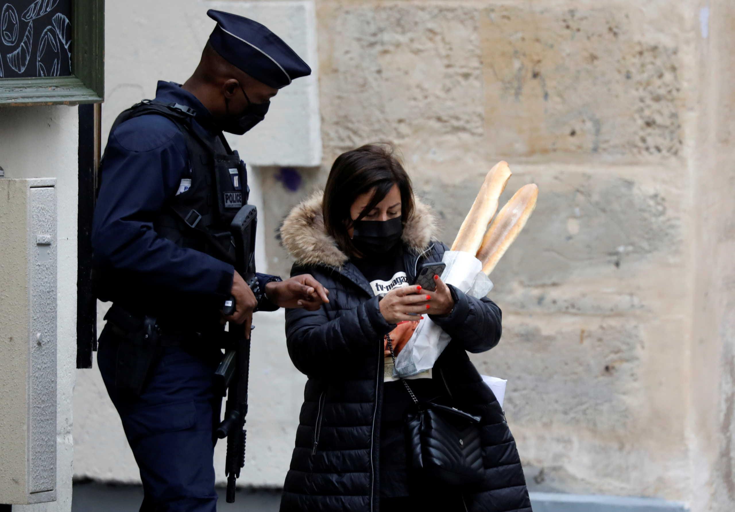 """Γαλλία: """"Πράσινο"""" στις συναθροίσεις άνω των 30 πιστών στις εκκλησίες"""