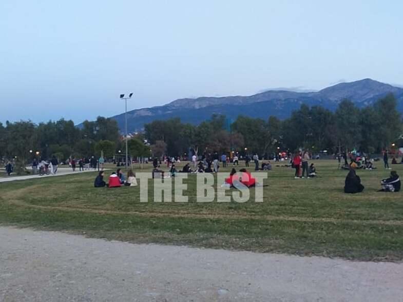 Πάτρα – Lockdown: Όλοι οι δρόμοι οδηγούν στο Νότιο Πάρκο! Γέμισε από άτομα κάθε ηλικίας (Φωτό και Βίντεο)