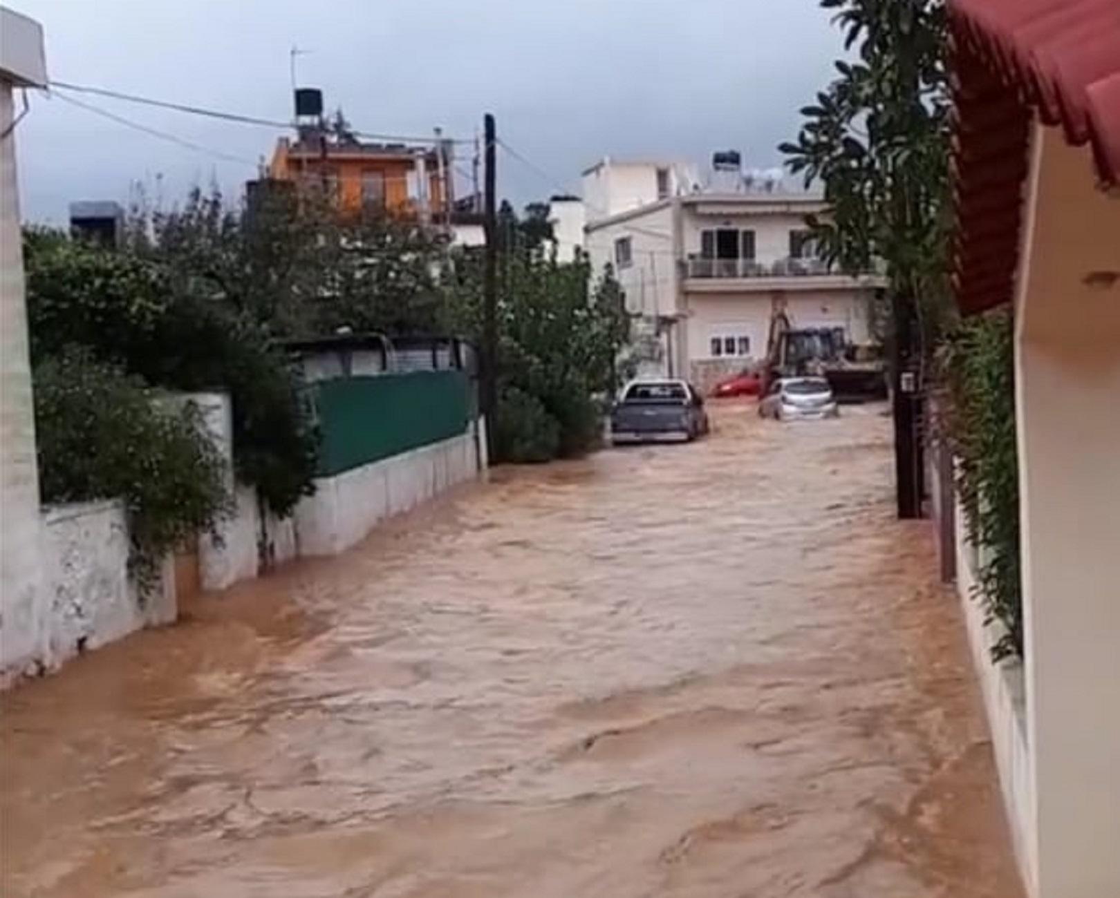 Κρήτη: Lockdown με σαρωτικές πλημμύρες! Δραματικός απεγκλωβισμός ιερέα από αυτοκίνητο (Φωτό και Βίντεο)
