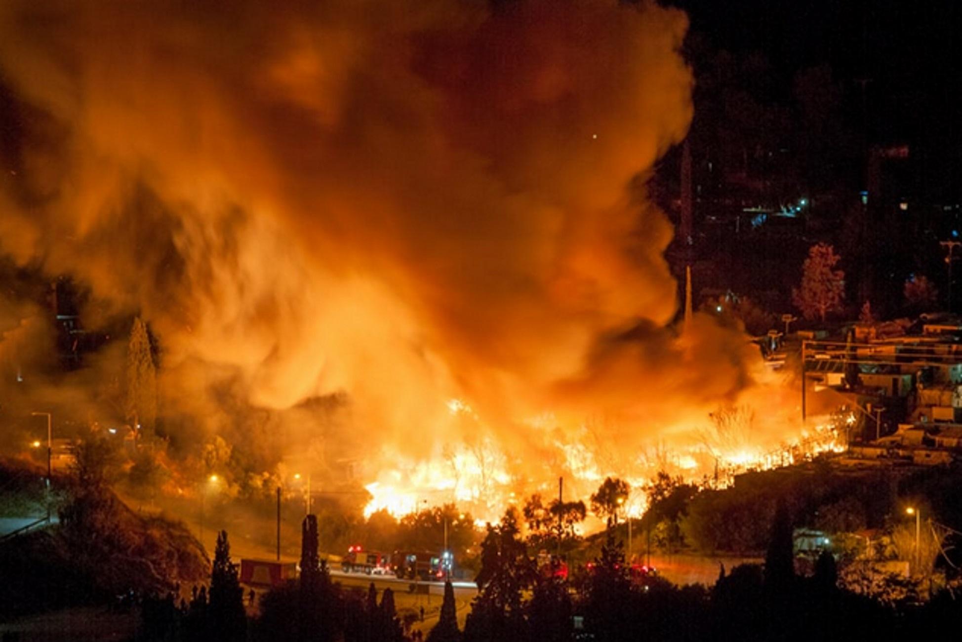 Σάμος: Κόλαση φωτιάς στο ΚΥΤ! Δέος από τις εικόνες την ώρα της πυρκαγιάς (Βίντεο)