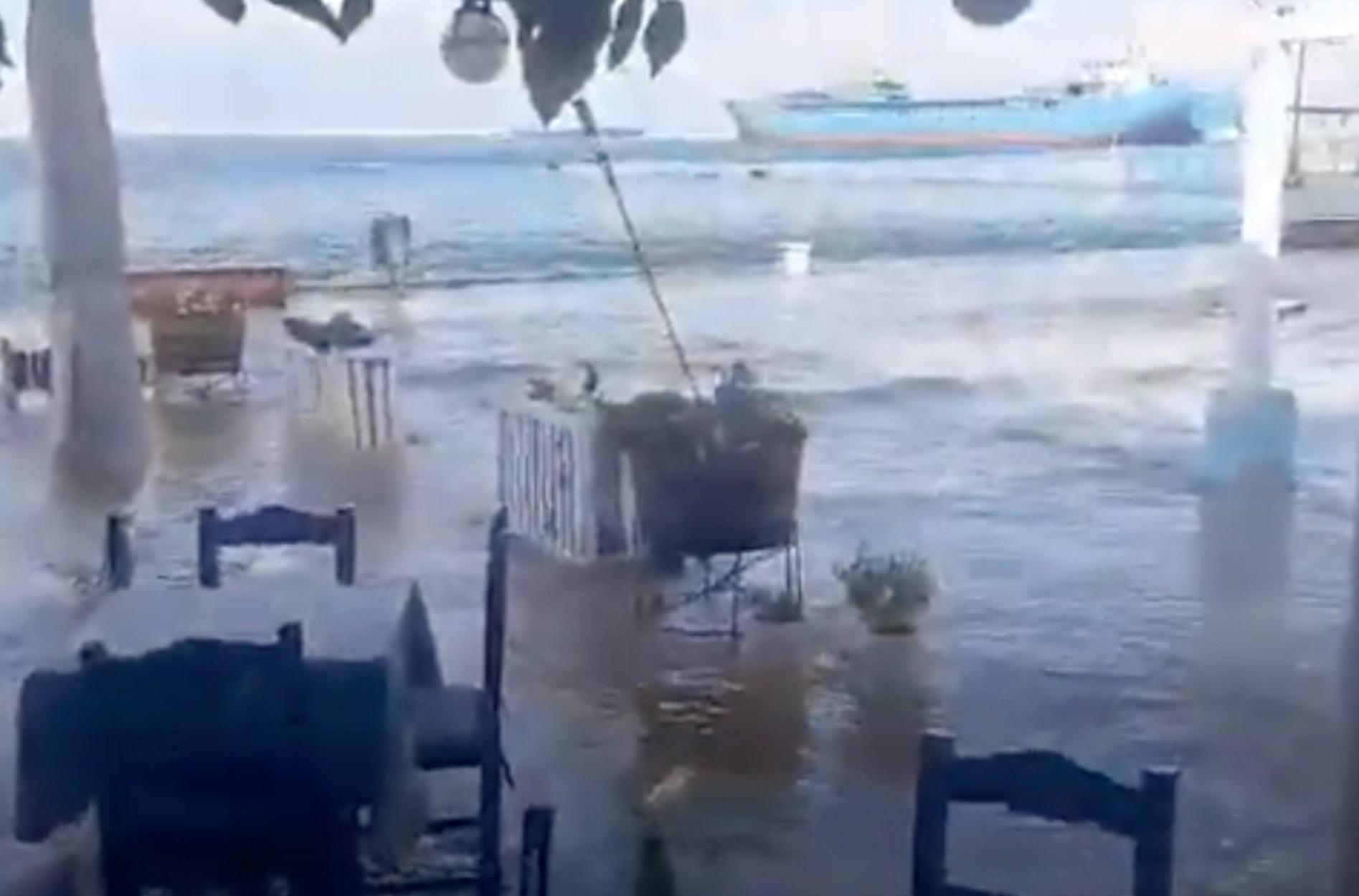Σεισμός στη Σάμο: Βίντεο από το τσουνάμι που χτύπησε και το Καρλόβασι
