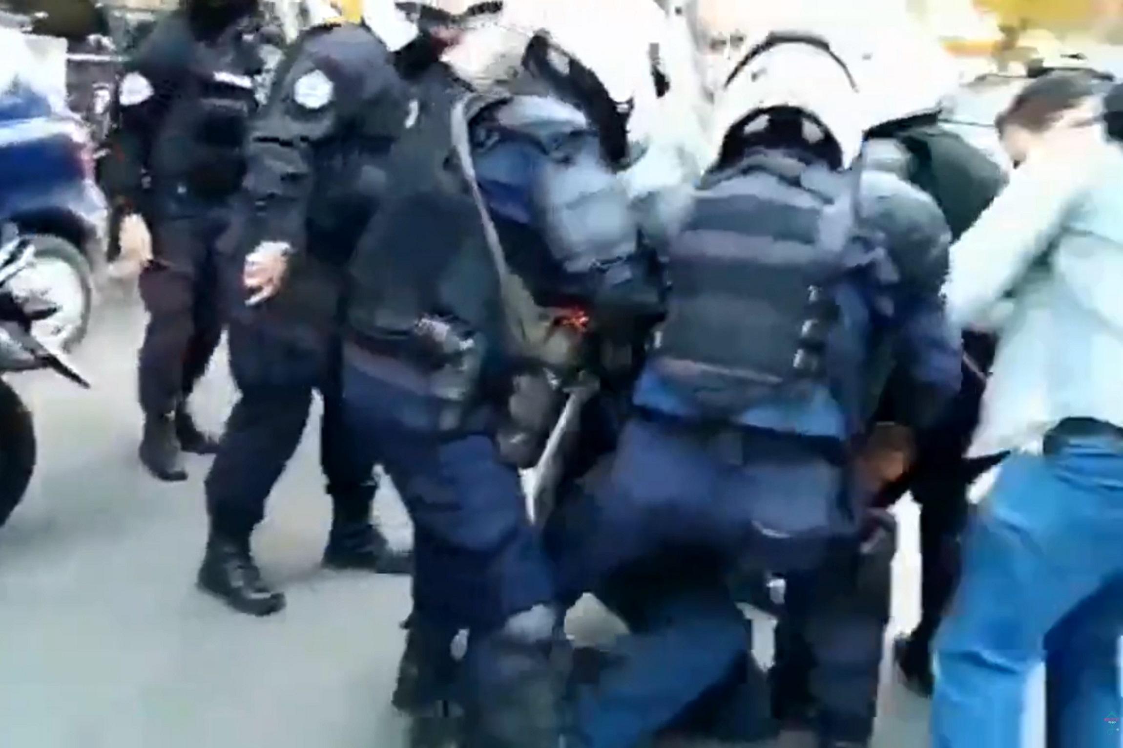 Βίντεο από τα Σεπόλια – Η αστυνομική επέμβαση, ο φοιτητής και ο πατέρας του που έπαθε καρδιακή προσβολή