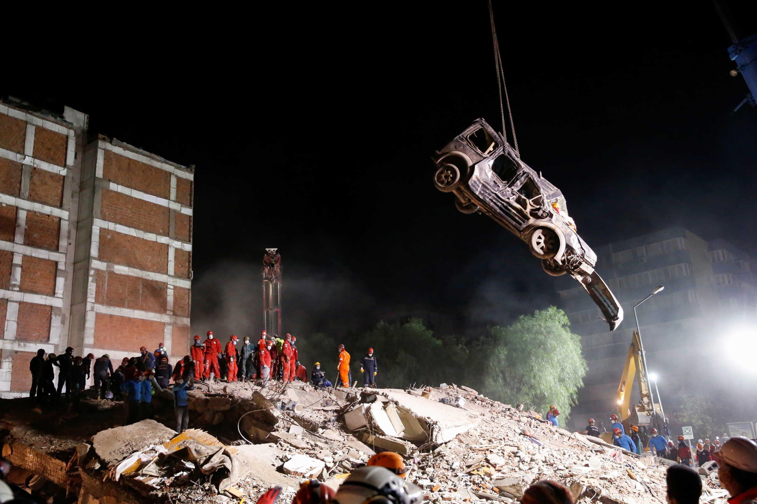 Σμύρνη: 76 νεκροί και 962 τραυματίες από τον φονικό σεισμό (pics)