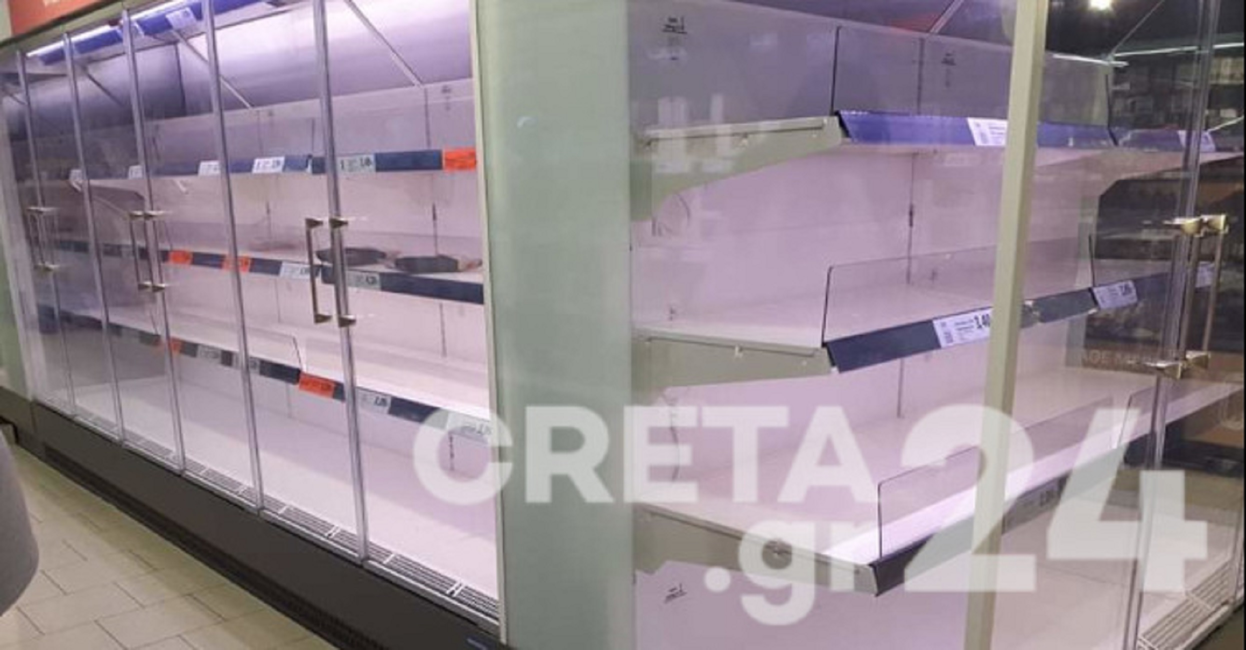 Κρήτη – Lockdown: Άδειασαν τα ράφια των σούπερ μάρκετ! Δεν άφησαν τίποτα ούτε στα ψυγεία (Φωτό)