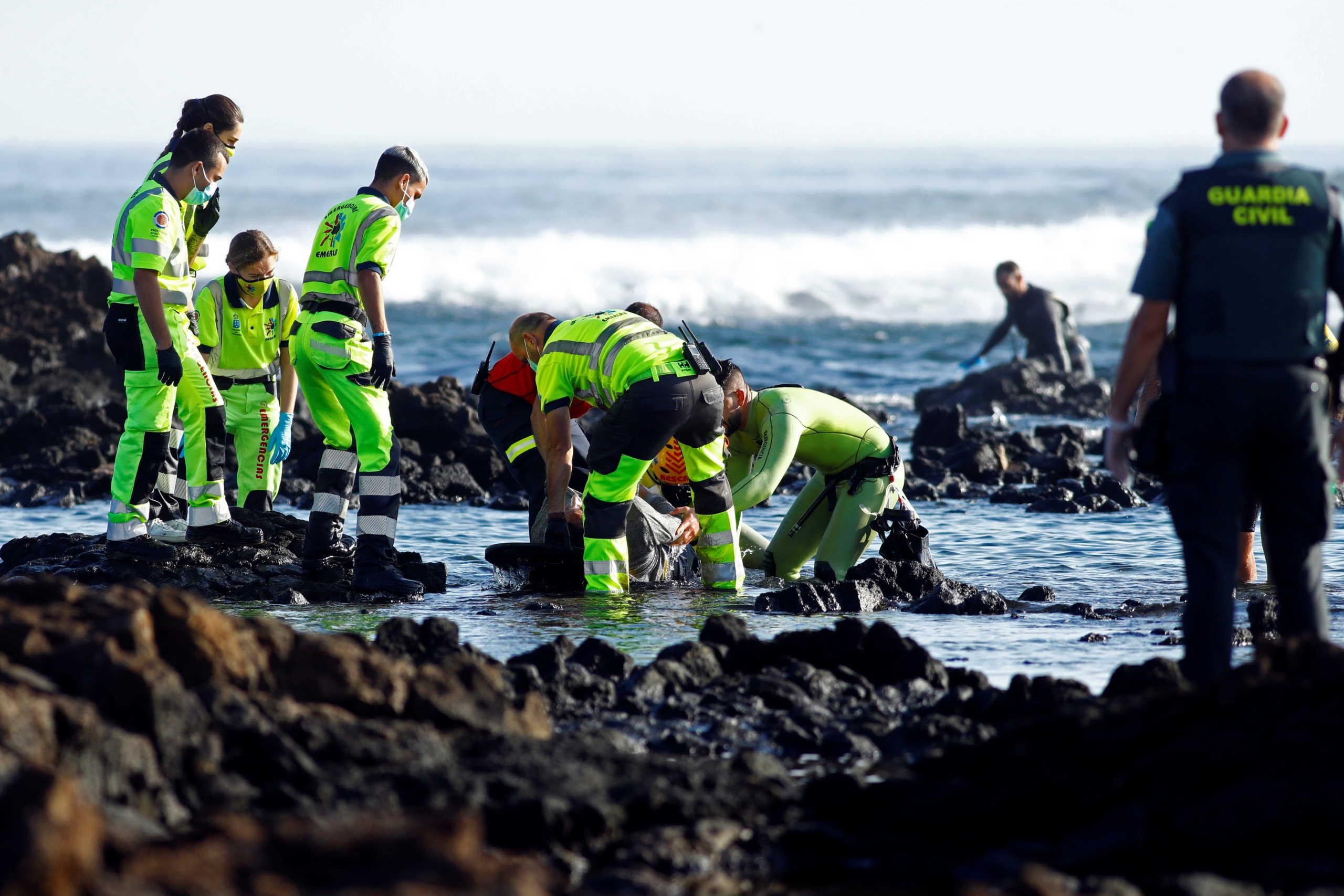 Ισπανία: Ναυάγιο με μετανάστες κοντά στα Κανάρια Νησιά – Τουλάχιστον 4 νεκροί (pics, vid)
