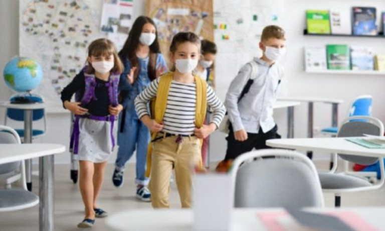 Κορονοϊός: Επιφυλακτικοί οι λοιμωξιολόγοι της Επιτροπής Εμπειρογνωμόνων για το άνοιγμα των σχολείων πριν τα Χριστούγεννα