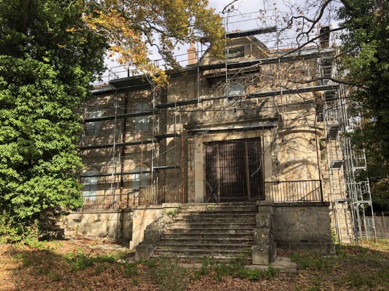 Μυστήριο στο Τατόι! Βρέθηκαν θαμμένες 70 βαλίτσες της βασίλισσας Φρειδερίκης