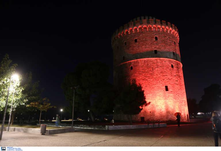 Θεσσαλονίκη: Πορτοκαλί φωταγωγήθηκε το Διοικητήριο και ο Λευκός Πύργος (pics)