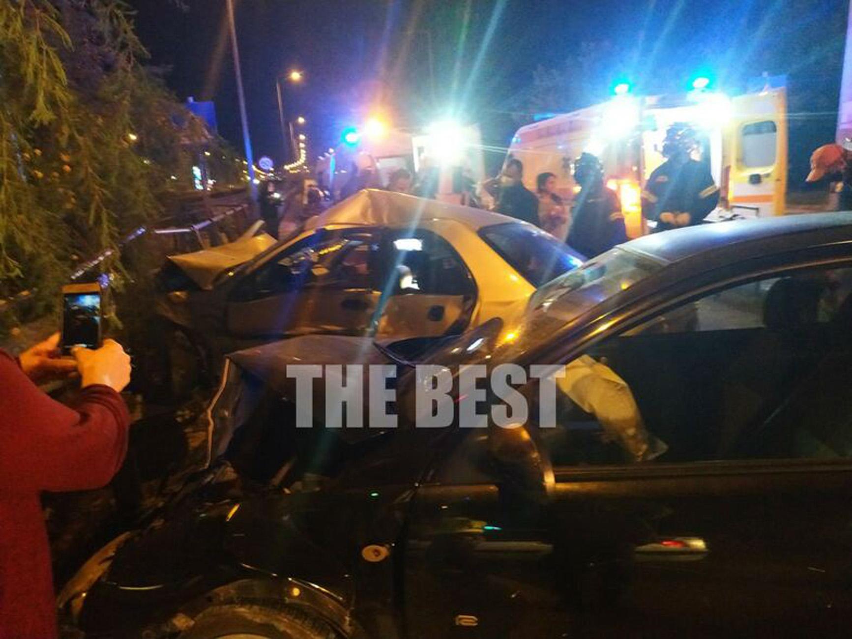 Τροχαίο με 5 τραυματίες στην Πάτρα – Τα αυτοκίνητα έπεσαν στις μπάρες
