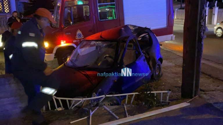 Ναύπακτος: Αυτοκίνητο έπεσε σε κολώνα και ισοπέδωσε μάντρα – Εικόνες που σοκάρουν