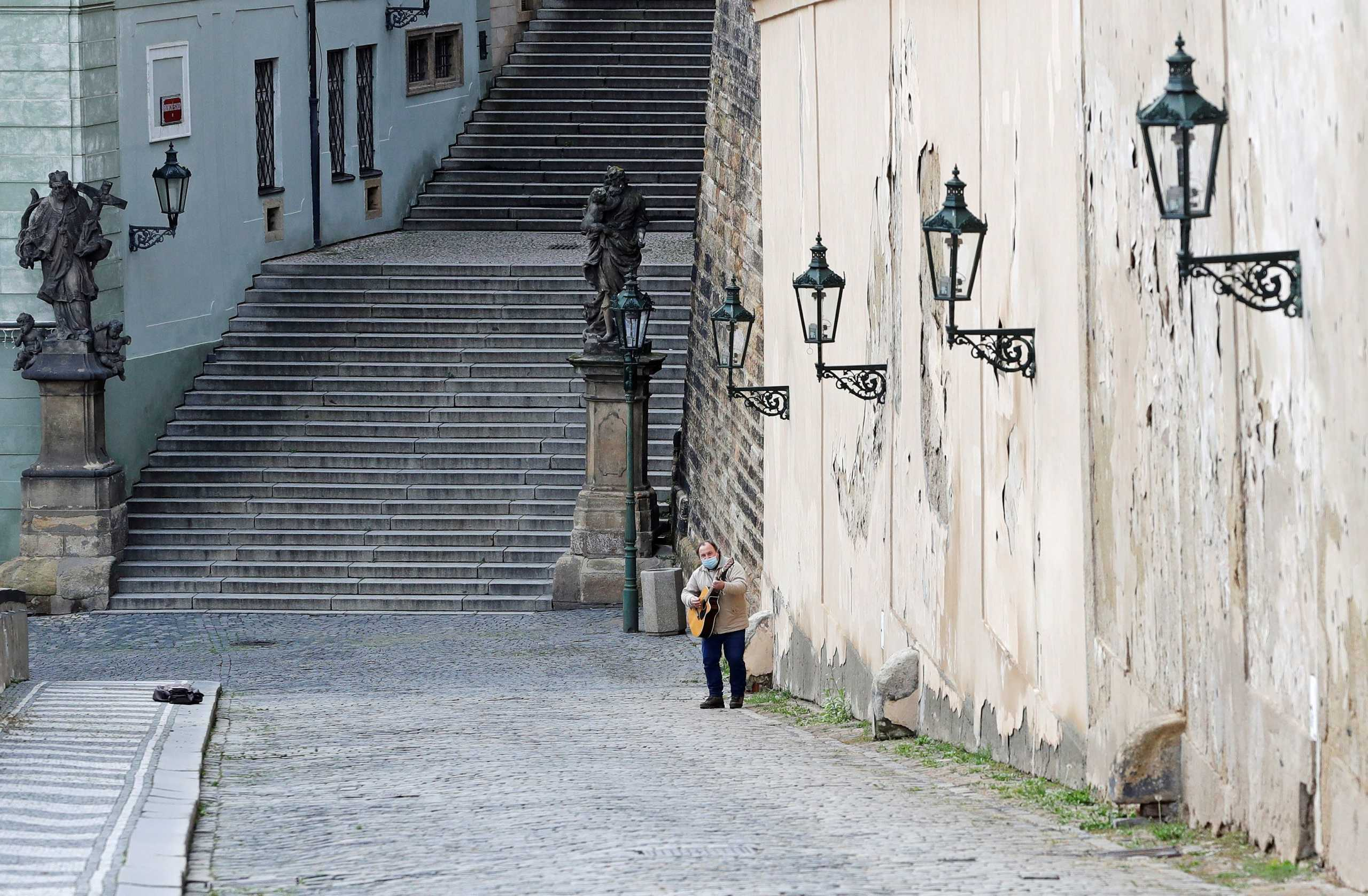 Kορονοϊός: Παρατείνεται η κατάσταση έκτακτης ανάγκης στην Τσεχία