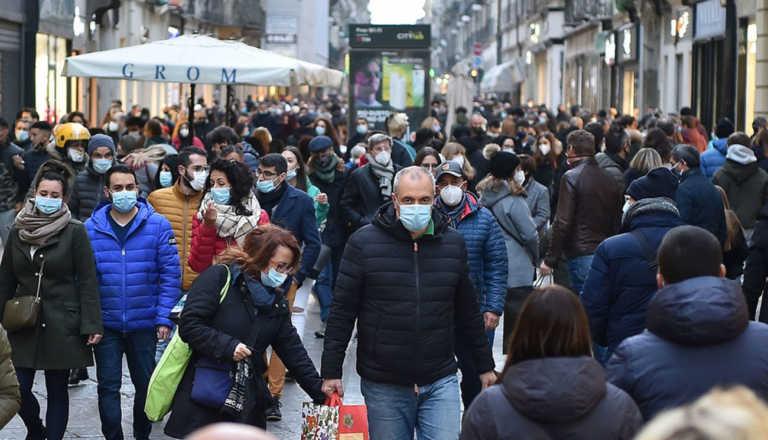 Ορδές στο Τορίνο για ψώνια, έξαλλος ο περιφερειάρχης: Θα ζητήσω μέτρα!