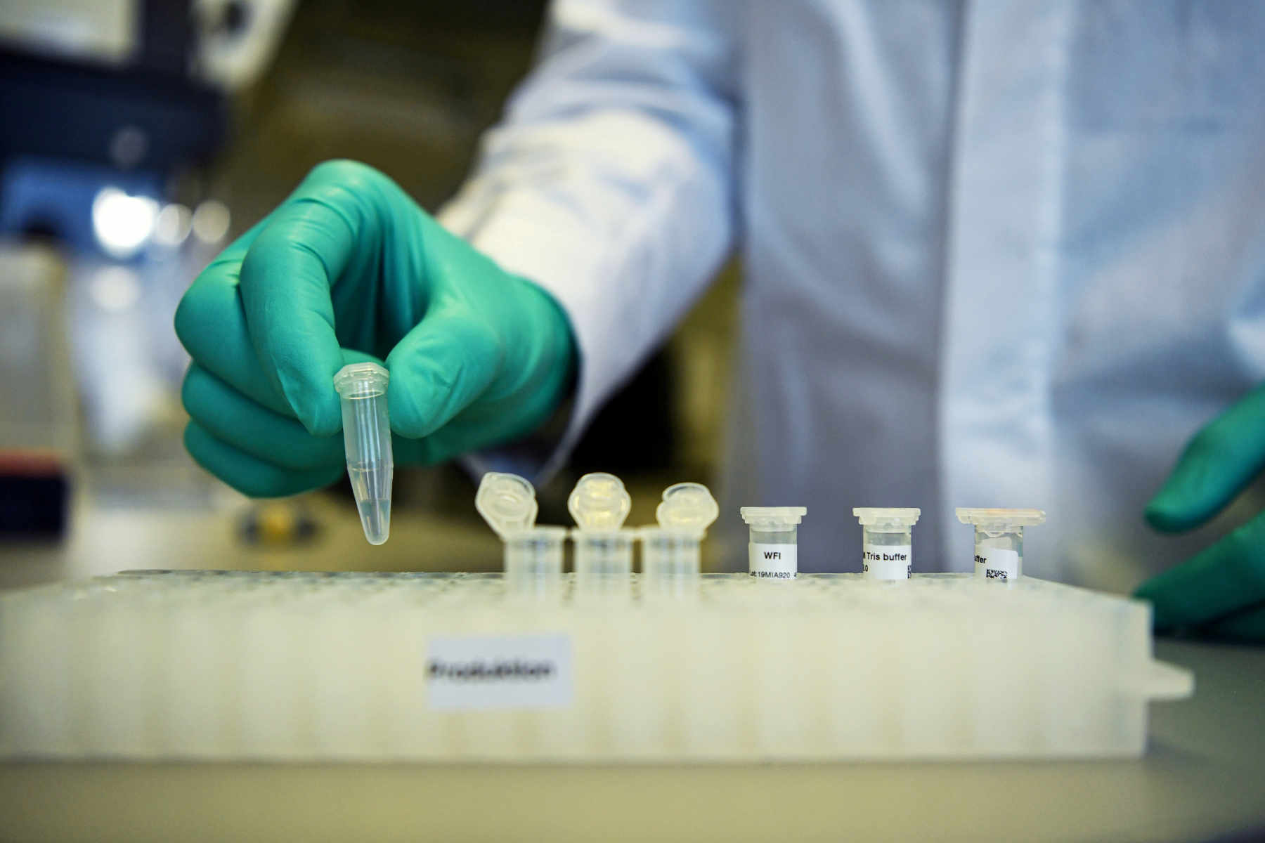 Κορονοϊός: Ψωνίζει και από την CureVac η ΕΕ - Ενέκρινε συμφωνία για αγορά εμβολίων