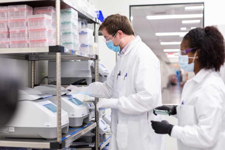 Κορονοϊός: Τα εμβόλια θα έχουν επιτυχία αν ηττηθούν η παραπληροφόρηση και τα fake news