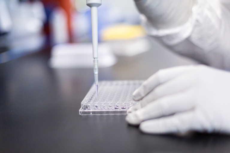 Κορονοϊός: «Κοκτέιλ» αντισωμάτων μειώνει το ιικό φορτίο σε ασθενείς με ήπια συμπτώματα