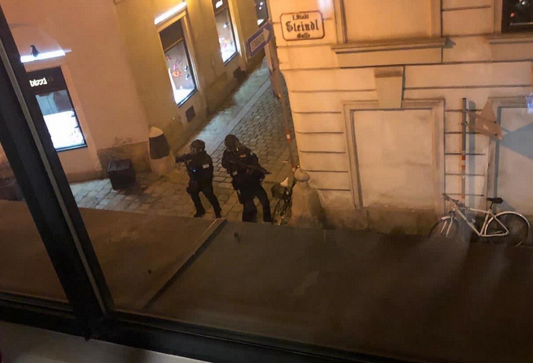 Βιέννη: Συγκλονίζει μαρτυρία Έλληνα για την αιματηρή επίθεση – «Κοντά στην ελληνική εκκλησία το περιστατικό»