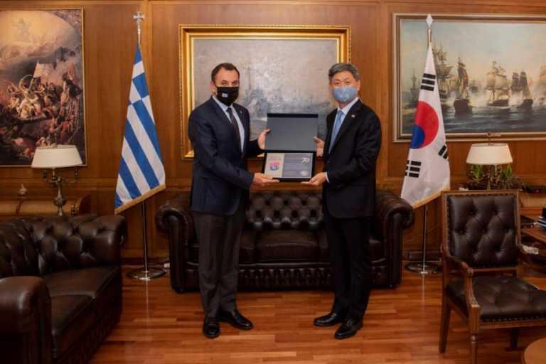 Ο ΥΕΘΑ Παναγιωτόπουλος και ο Νοτιοκορεάτης πρέσβης τίμησαν τους πεσόντες του Πολέμου της Κορέας!