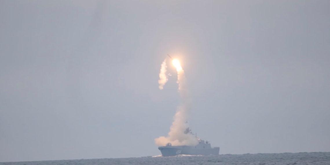 """Υπό το βλέμμα του Πούτιν η εκτόξευση της """"πυρηνικής τριάδας""""! (video)"""