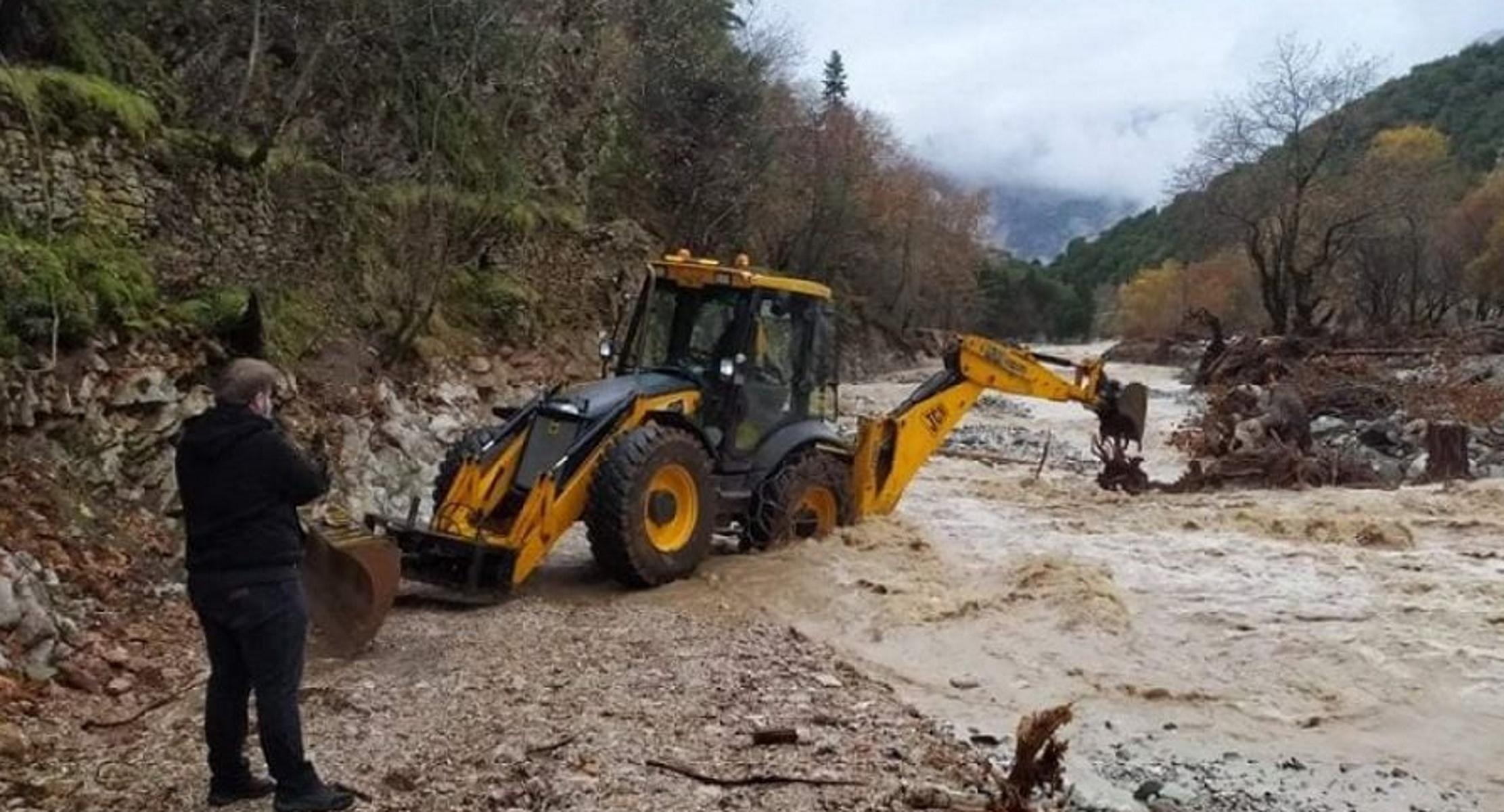 Καρδίτσα: Αποκλεισμένοι κάτοικοι, κατολισθήσεις και πλημμύρες (pics, video)