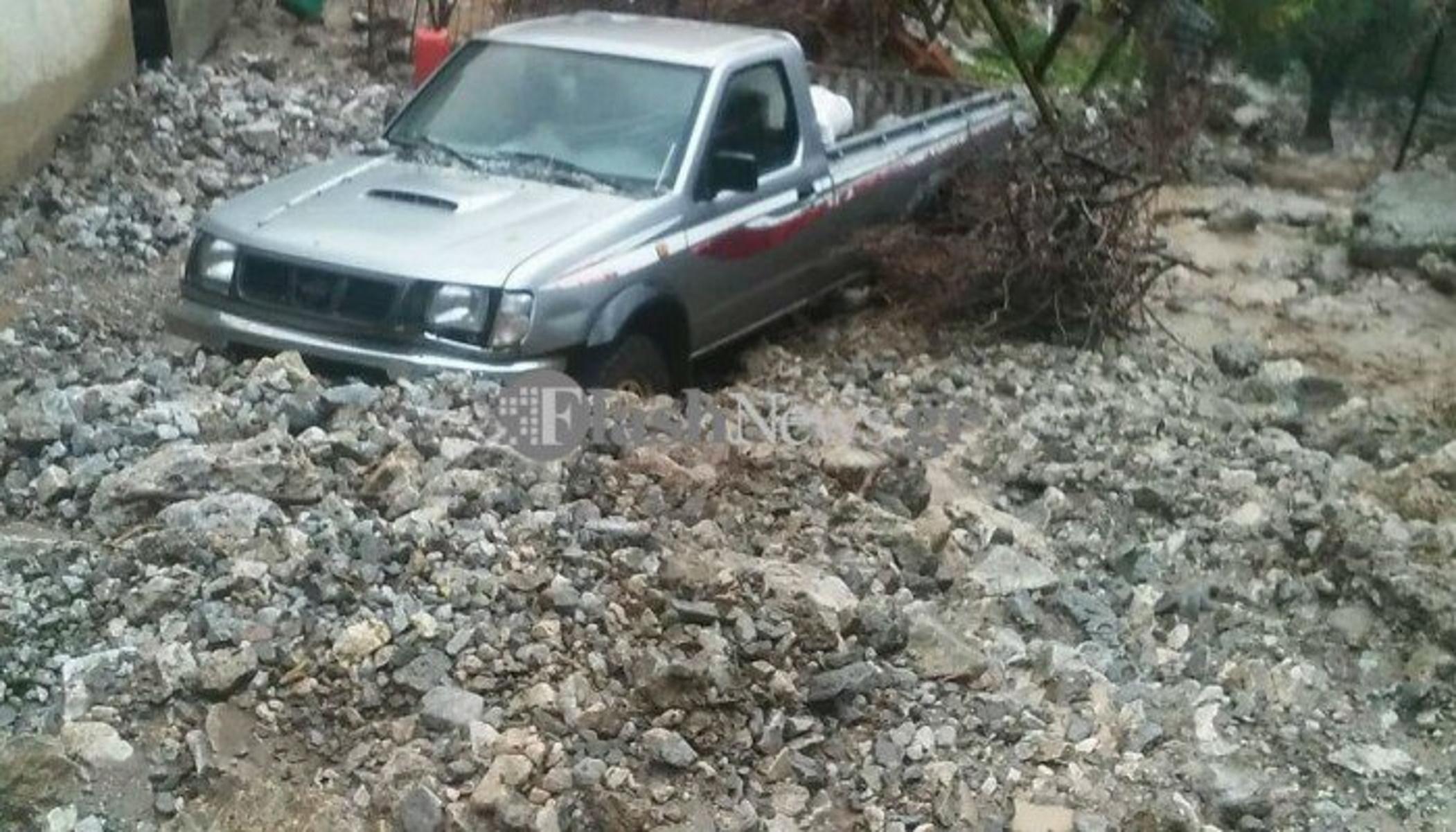 Χανιά: Κατολισθήσεις από ισχυρή νεροποντή στην Ασή Γωνιά – Κινδύνεψε να πνιγεί οδηγός  (video)