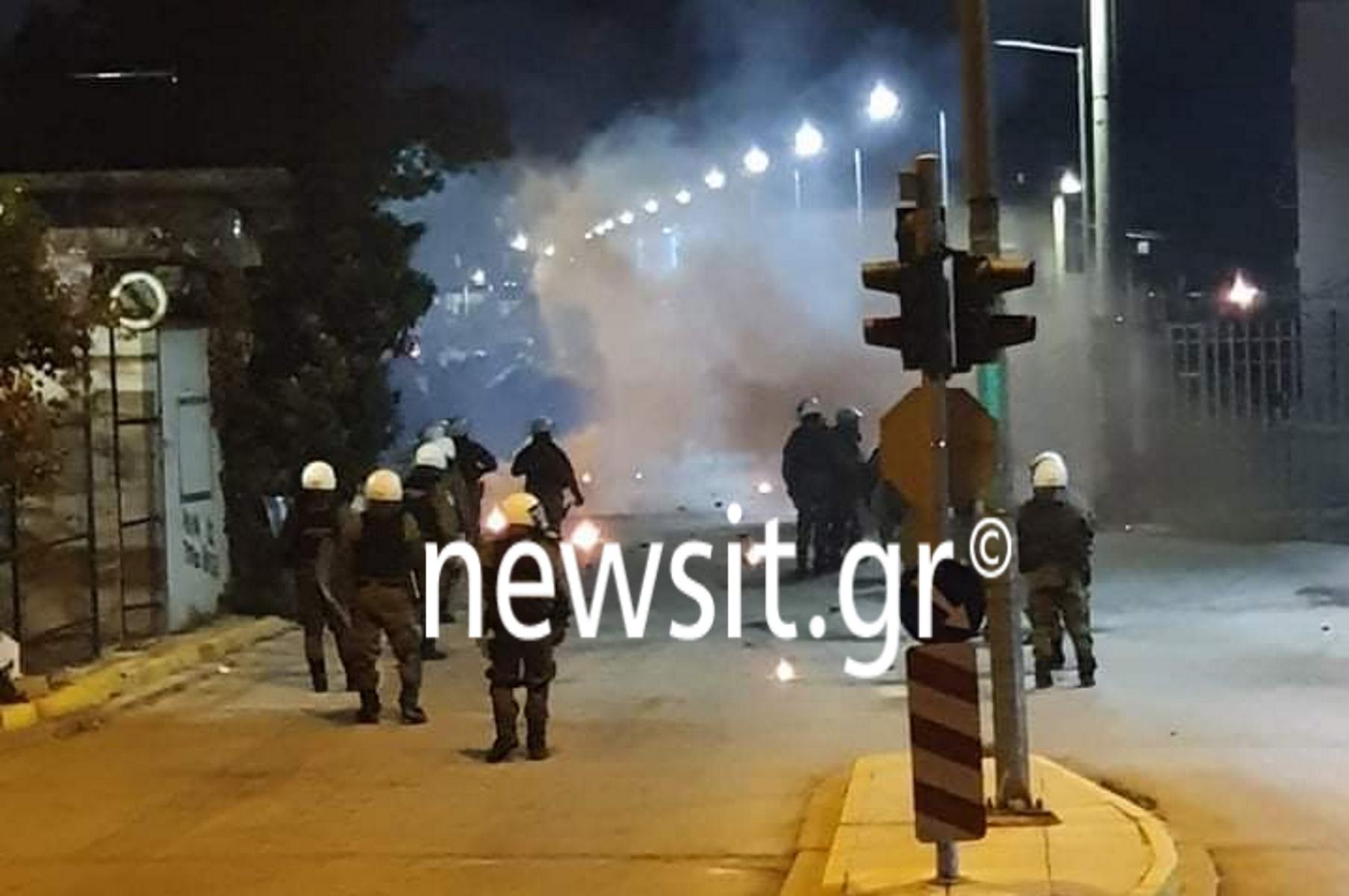 Ασπρόπυργος: Ρομά πέταξαν μολότοφ και πέτρες σε αστυνομικούς