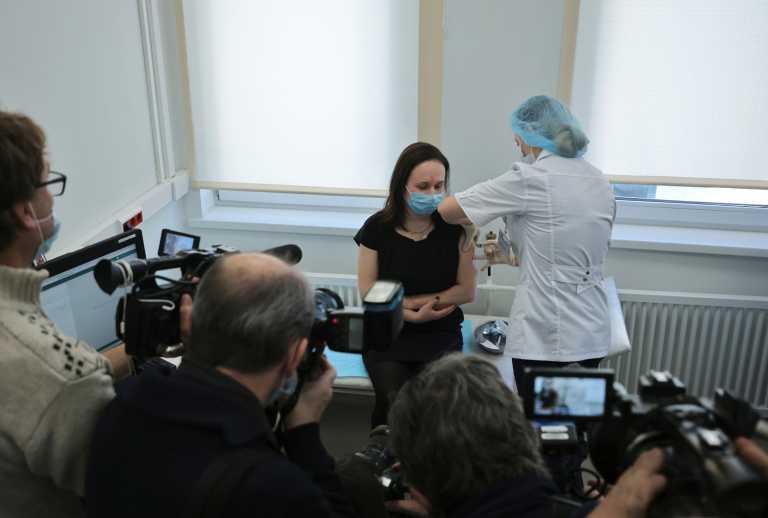 Ρωσία: Ξεκίνησε η διανομή του εμβολίου Sputnik V στη Μόσχα – 5.000 προεγγραφές για εμβολιασμό
