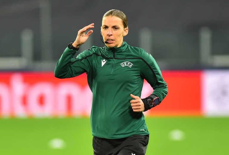 Champions League: Η πρώτη γυναίκα που σφυρίζει ματς στην ιστορία της διοργάνωσης! (video)