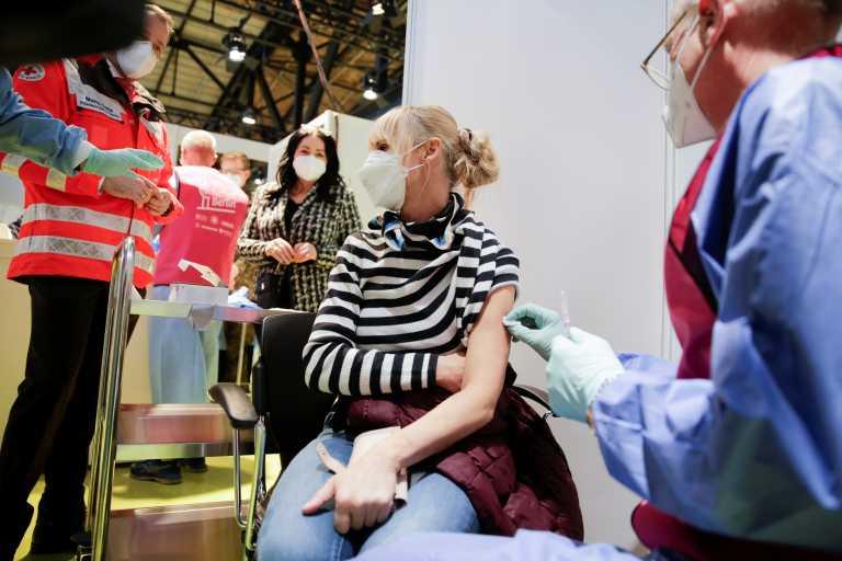 Γερμανία – Κορονοϊός: Κατεβάζει τον πήχη των προσδοκιών για τους εμβολιασμούς ο Ζάιμπερτ