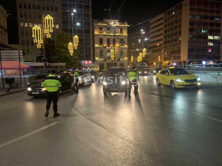 Κορονοϊός: «Μπλόκο» της αστυνομίας σε οδηγούς στην Ομόνοια – Σαρωτικοί έλεγχοι