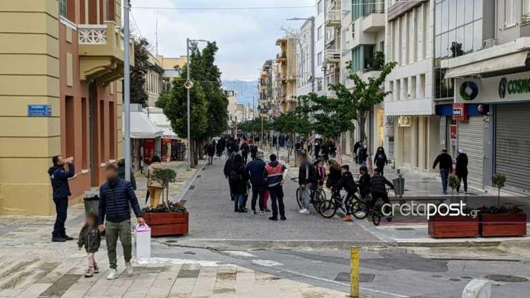 Ηράκλειο: Η κίνηση στους δρόμους αυξημένη αλλά έξω από τα καταστήματα μηδενική για το click away (pics)