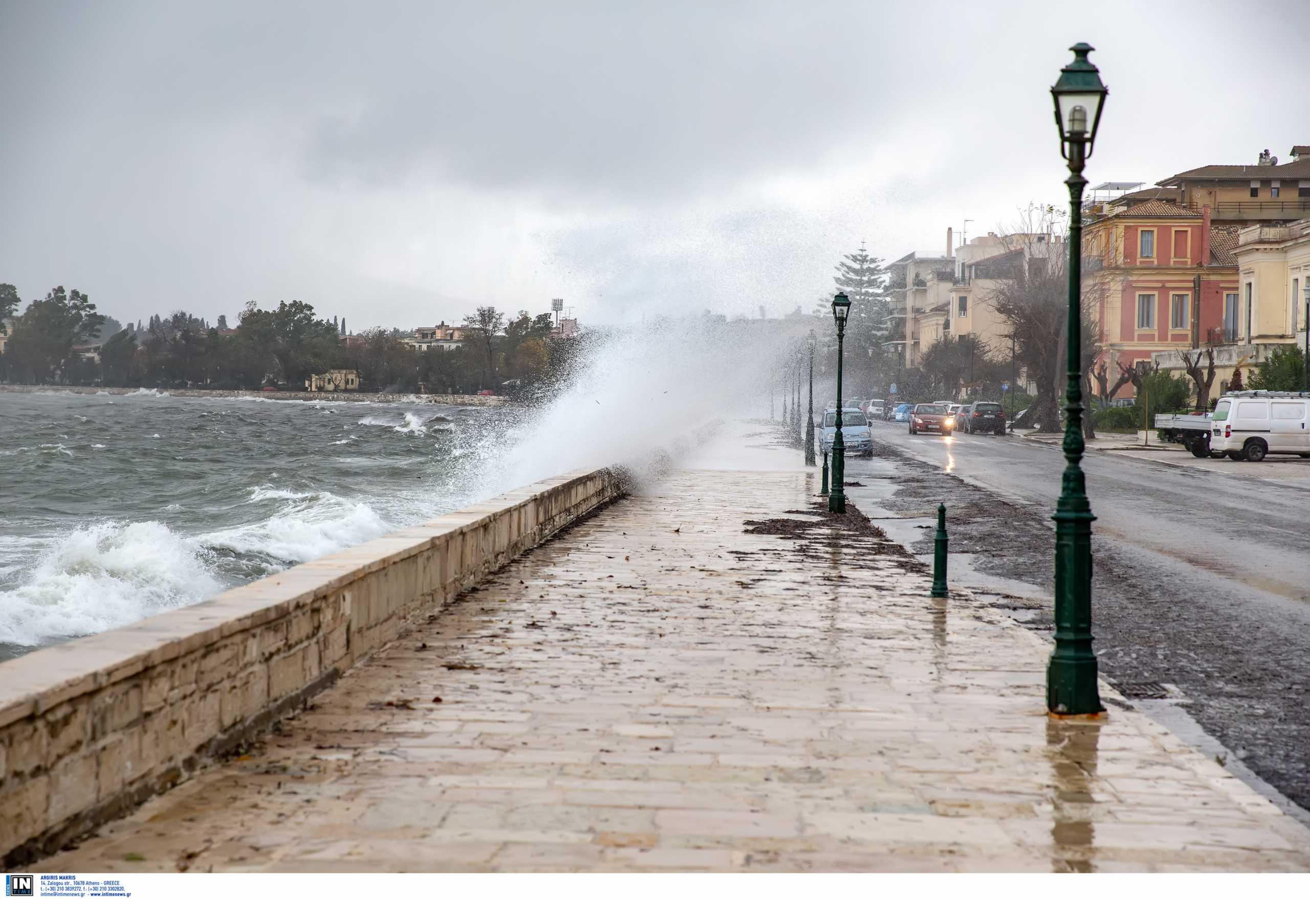 Καιρός: «Δεμένα» τα πλοία ανοιχτού τύπου σε Κέρκυρα και Ηγουμενίτσα