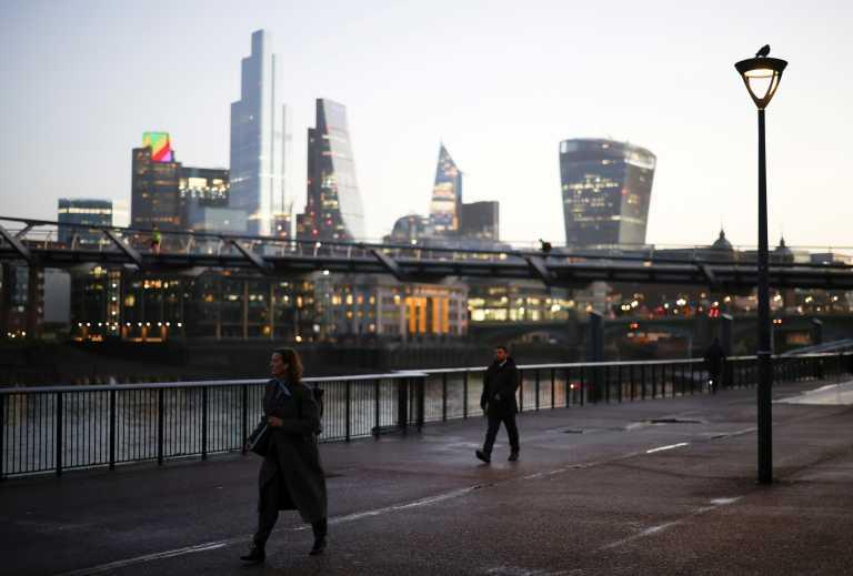 Βρετανία: Παρατείνεται για ένα εξάμηνο το επίδομα στους ανέργους
