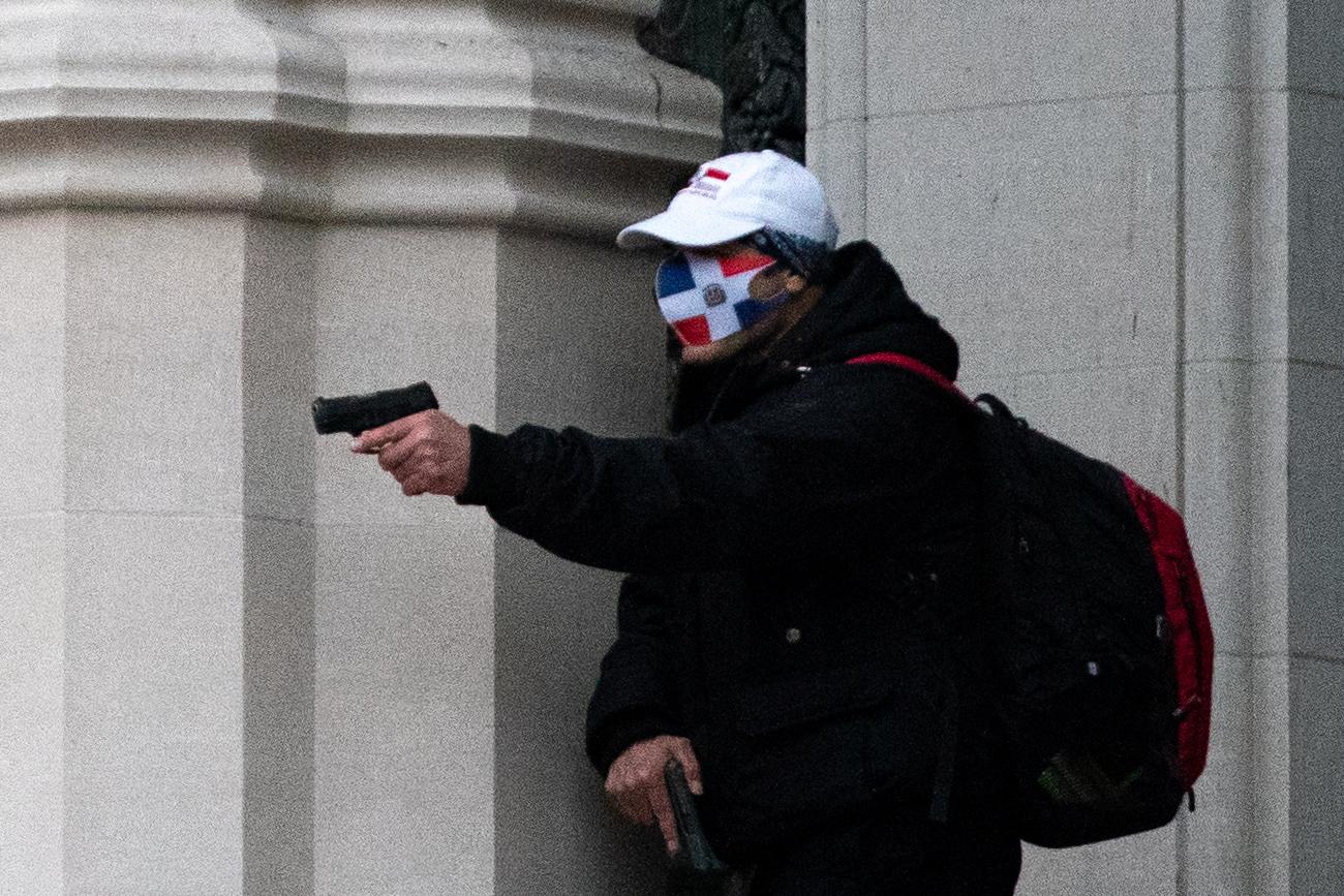 ΗΠΑ: Ένοπλος άρχισε να πυροβολεί έξω από εκκλησία στο Μανχάταν (pics)