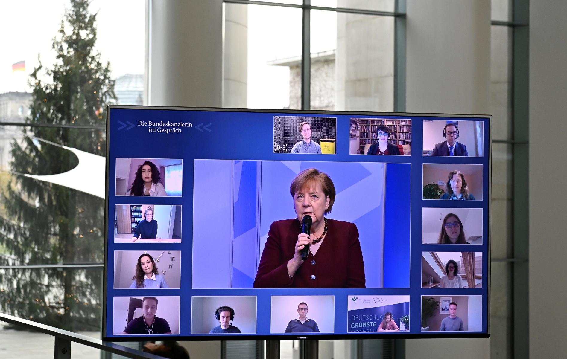 Μέρκελ: «Αυτά τα Χριστούγεννα δείτε τους δικούς σας μέσω βιντεοκλήσης»