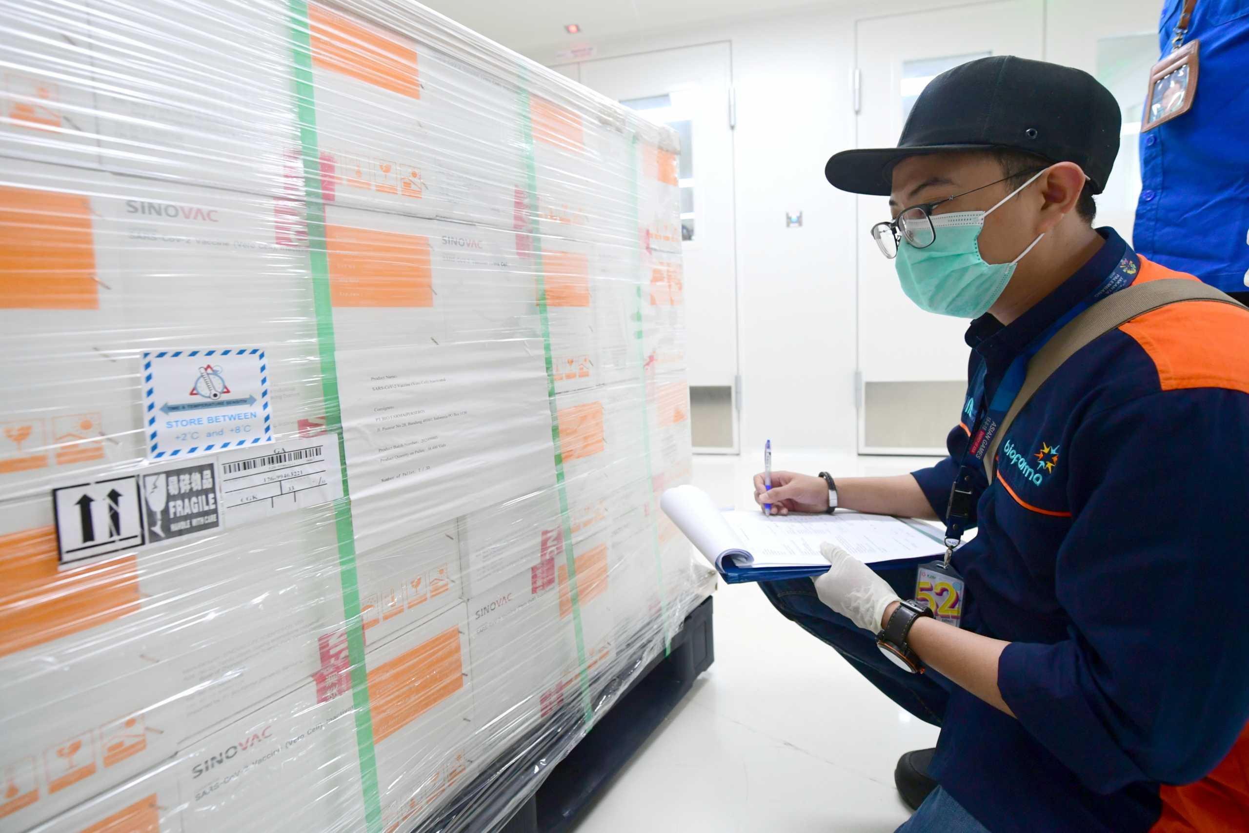 """Κορονοϊός – Κίνα: Εγκρίθηκε """"υπό όρους"""" η διάθεση στην αγορά ενός πρώτου κινεζικού εμβολίου"""