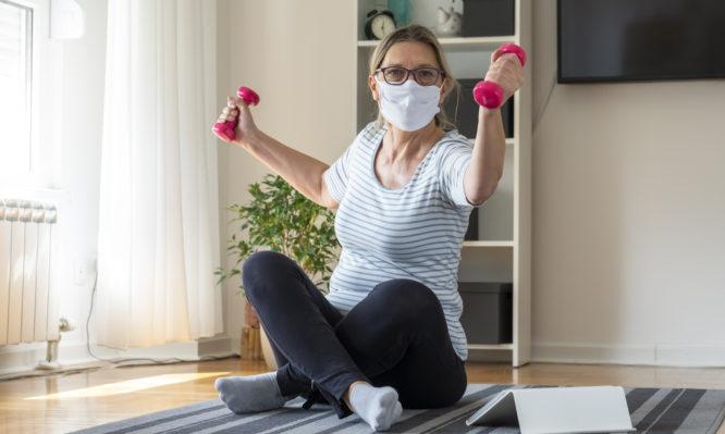 Τι ασκήσεις να κάνετε στο σπίτι μετά την COVID-19: Οι οδηγίες του Π.Ο.Υ.