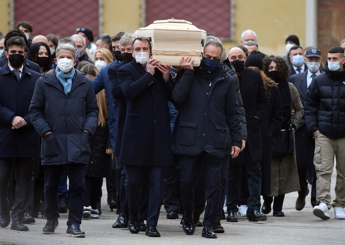 Πάολο Ρόσι: Το τελευταίο «αντίο» στον «Παμπλίτο»! Τον… συνόδευσαν οι παλιοί του συμπαίκτες (videos)