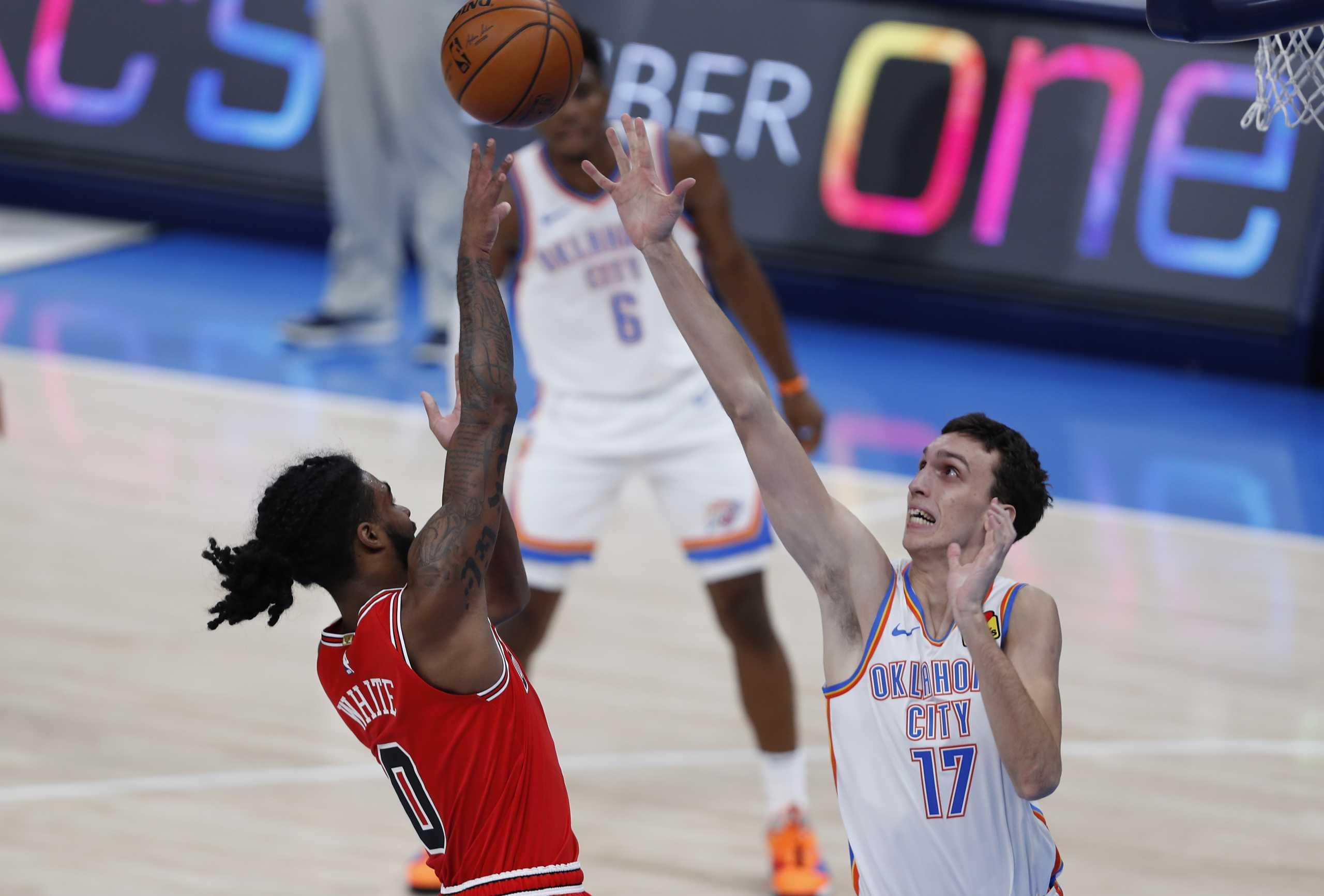 NBA: Τρομερός Ποκουσέφσκι για τους Θάντερ παρά την ήττα από τους Μπουλς (video)