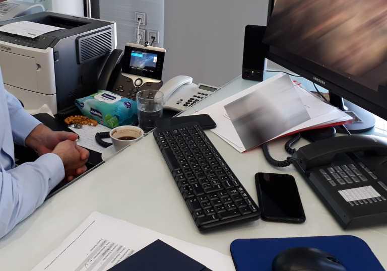 Θεσσαλονίκη: Απολογία κατηγορούμενου μέσω… τηλεδιάσκεψης γιατί είναι θετικός στον κορονοϊό