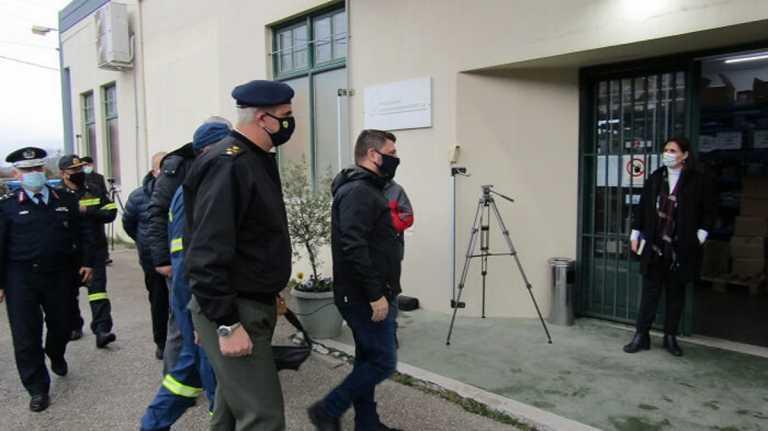 Νίκος Χαρδαλιάς: Επισκέφθηκε τις εγκαταστάσεις φύλαξης των εμβολίων στα Ιωάννινα