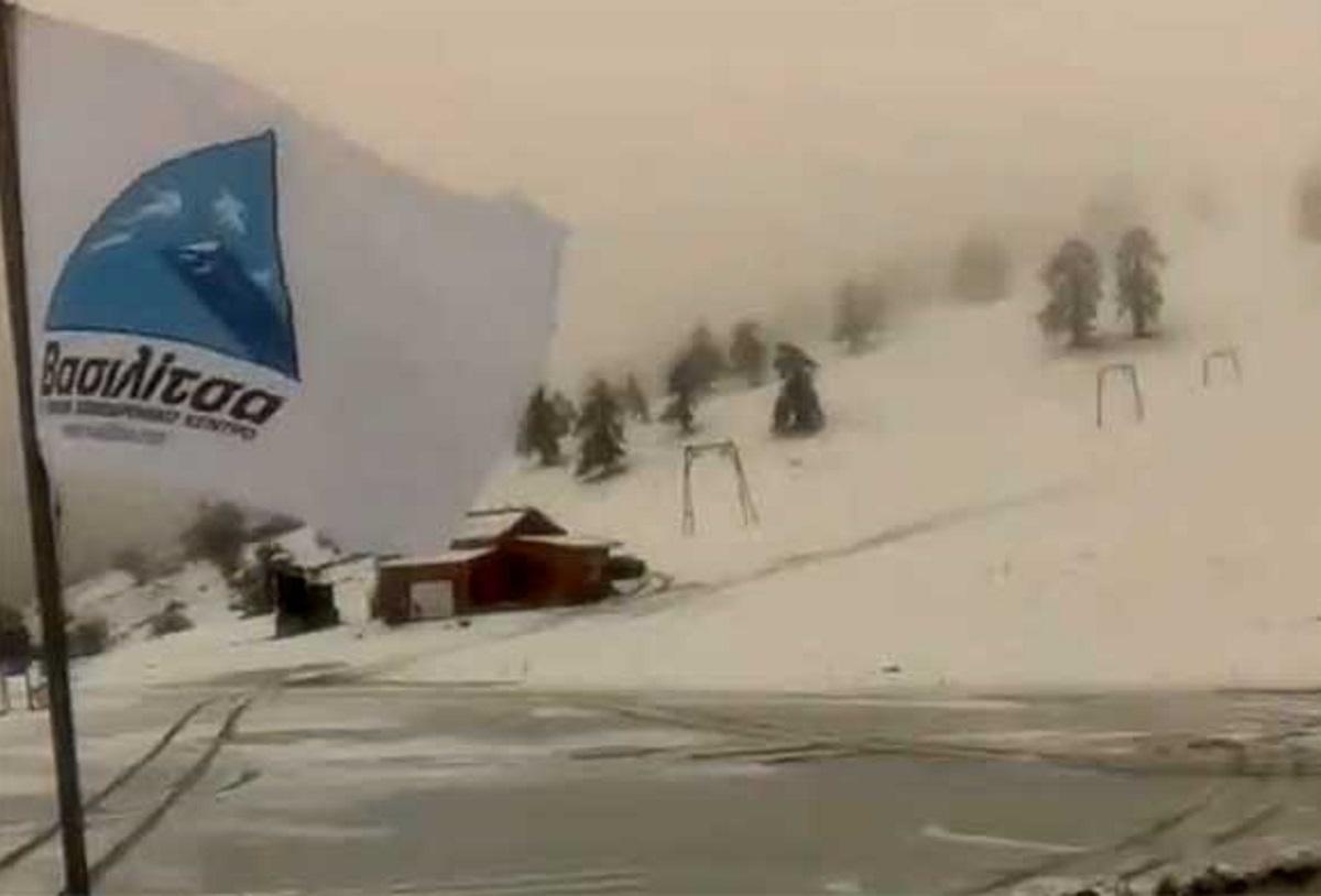 Δυνατή χιονόπτωση στο χιονοδρομικό της Βασιλίτσας (video)