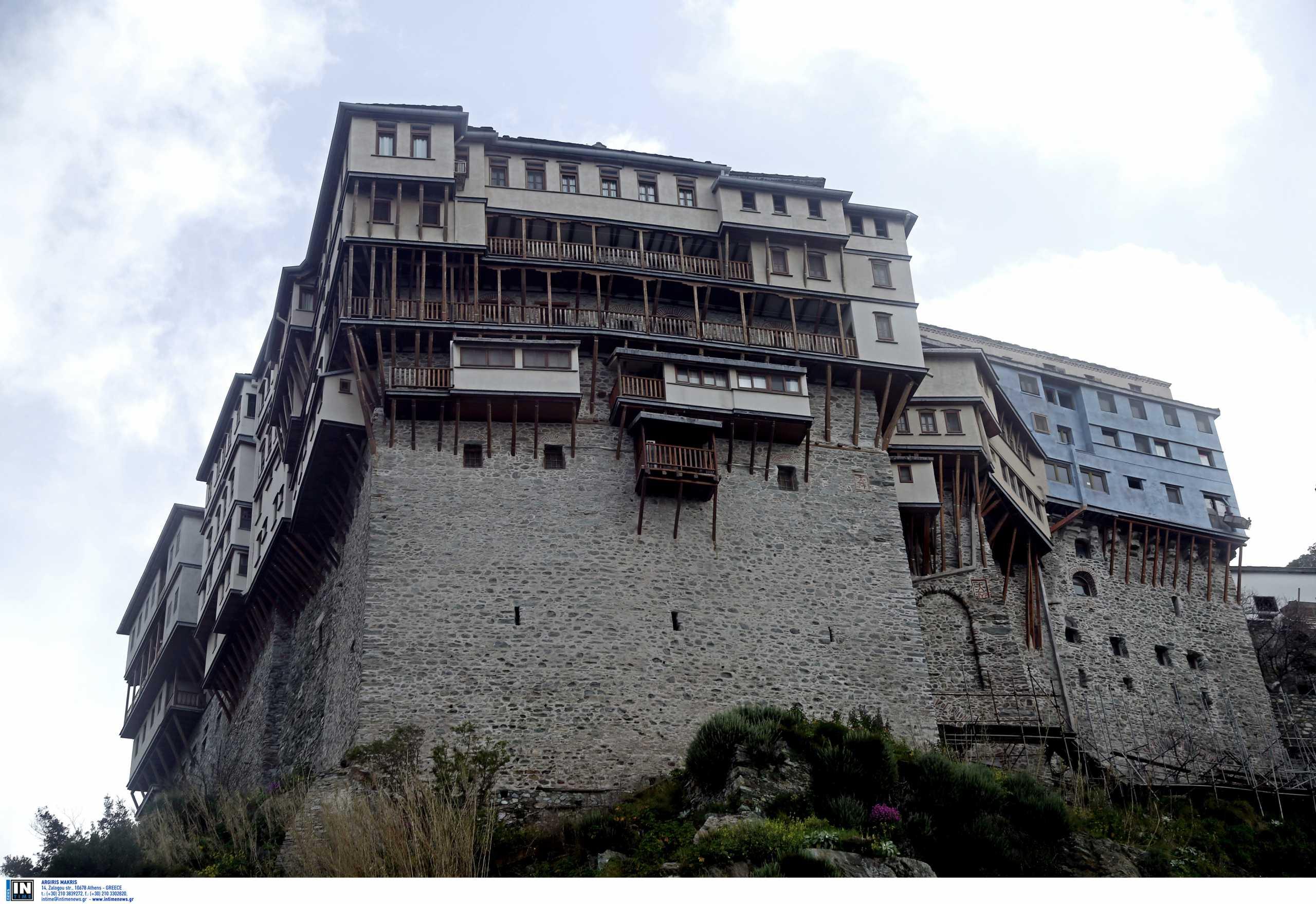 Κορονοϊός: Έξι μονές στο Άγιο Όρος σε καραντίνα – Νεκρός ένας μοναχός