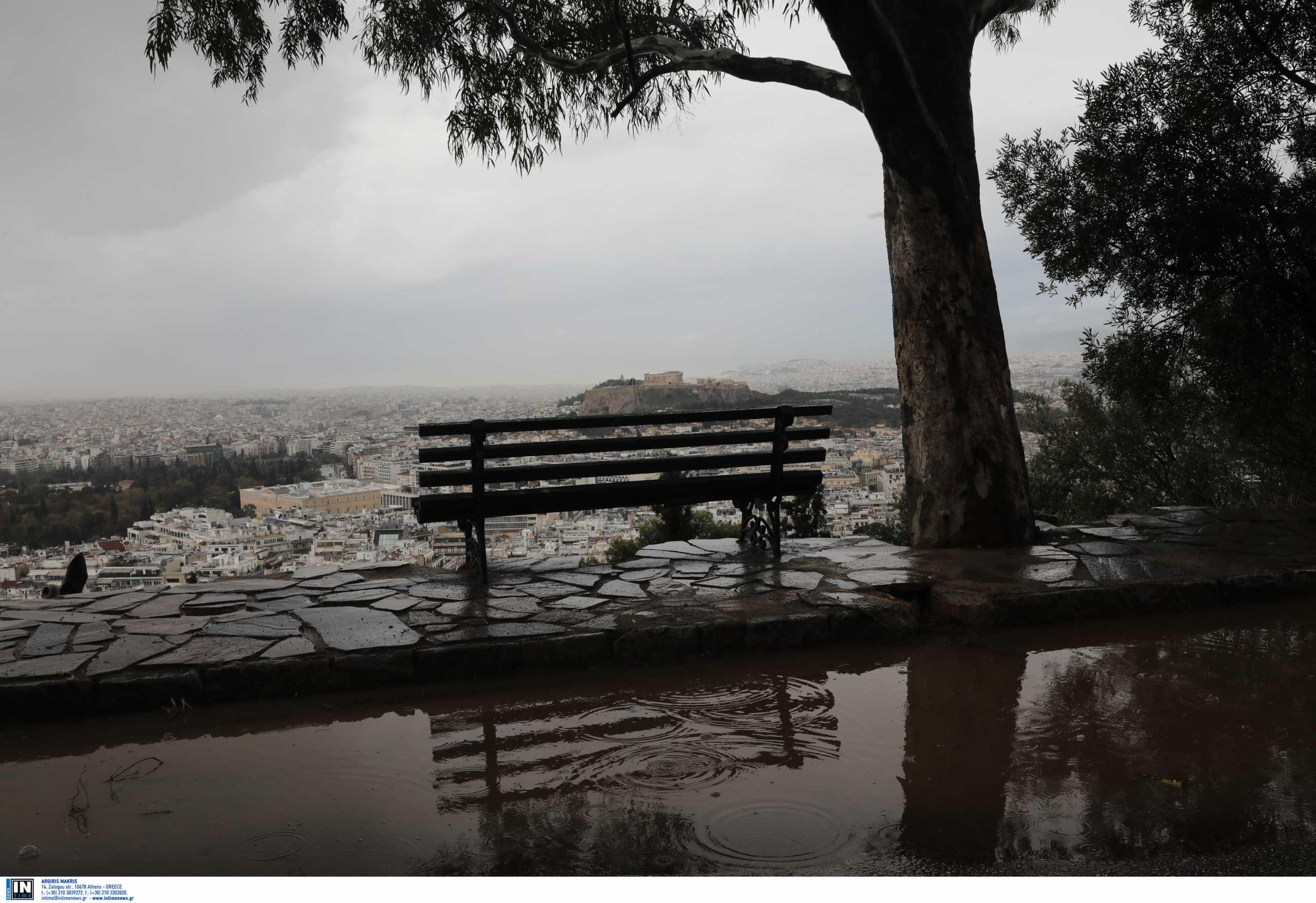 Καιρός: Βροχερή Κυριακή με χιόνια στα ορεινά και μποφόρ στο Αιγαίο