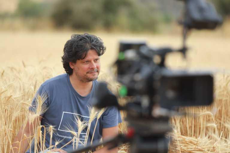 Άγριες Μέλισσες: ο σκηνοθέτης Λευτέρης Χαρίτος μιλά για το τέλος και τα σπόιλερ της δημοφιλούς σειράς