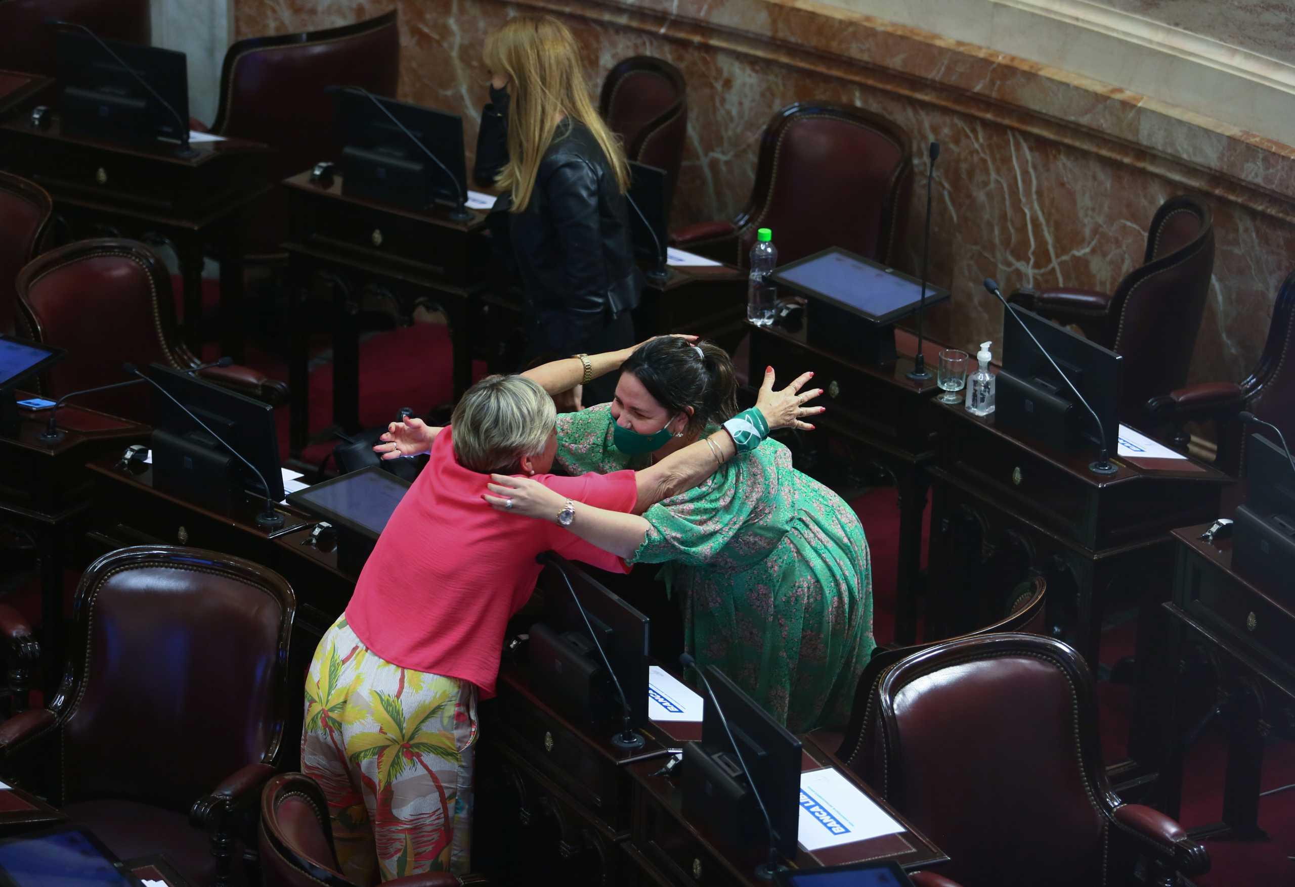 Αργεντινή: Ιστορική απόφαση από την Βουλή που νομιμοποίησε τις αμβλώσεις