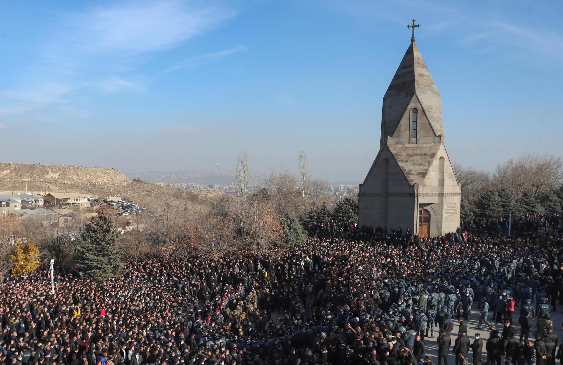 Αρμενία: Χιλιάδες άνθρωποι στο Γερεβάν απέτισαν φόρο τιμής στα θύματα του Ναγκόρνο Καραμπάχ