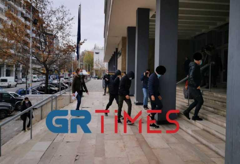 Θεσσαλονίκη: Έτσι έφτασαν στα δικαστήρια οι 7 ανήλικοι που κατηγορούνται για τον βιασμό 14χρονης μαθήτριας (video)