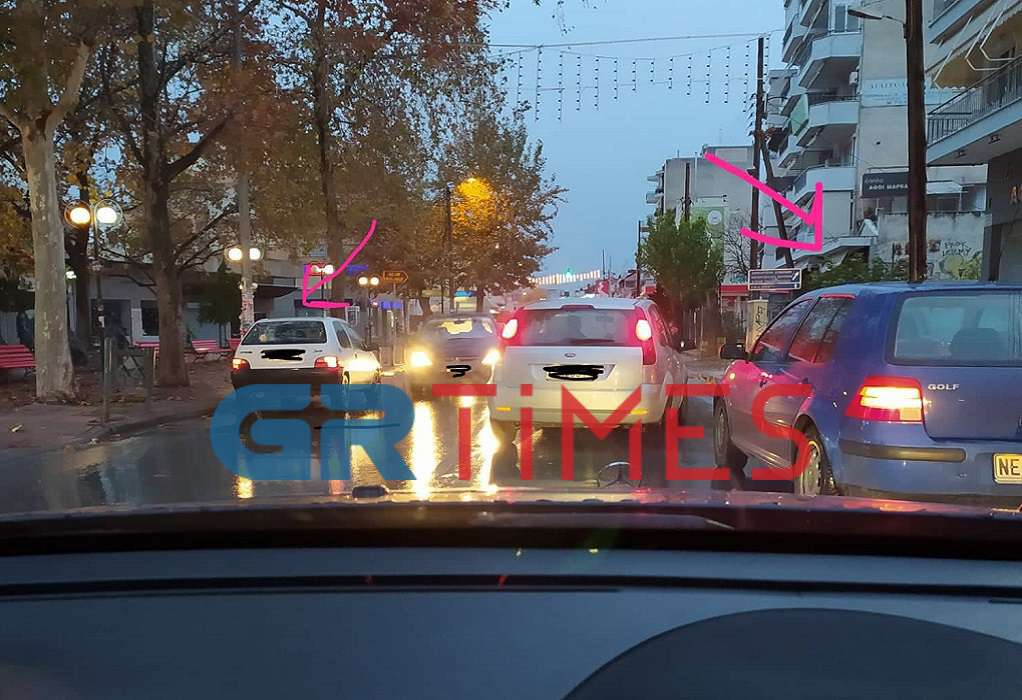 Θεσσαλονίκη: Πάρκαραν εκεί που τους βόλευε για να αγοράσουν καφέ και προκάλεσαν κυκλοφοριακό κομφούζιο