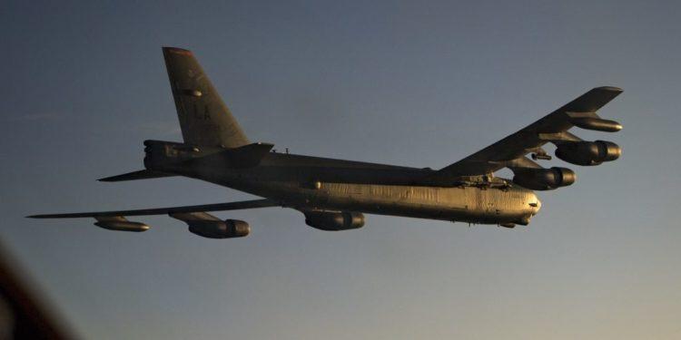 """Πολεμικά """"παιχνίδια"""" στο κατώφλι του Ιράν με στρατηγικά βομβαρδιστικά αεροσκάφη των ΗΠΑ! [vid]"""