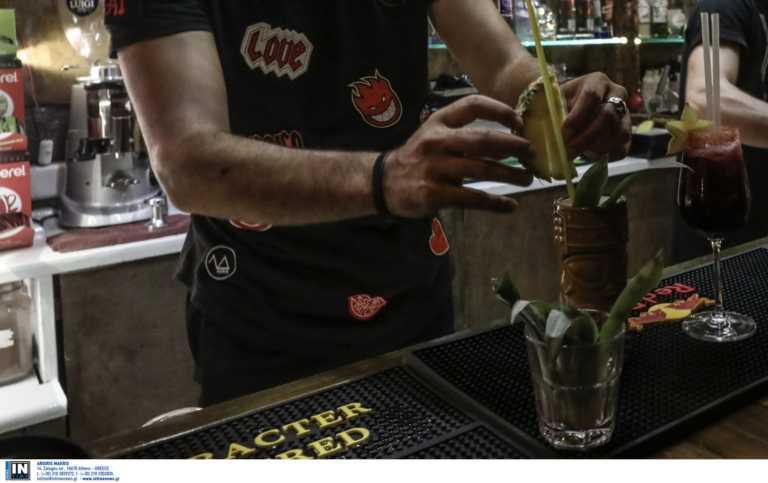 Μητσοτάκης: Μέχρι να κάνουμε εμβόλια κλειστά τα μπαρ – Σκεφτόμαστε άνοιγμα του λιανεμπορίου